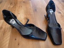 Sandler Classic Black Leather 'Penant' heels. Ladies size 8B - Brand New!!