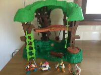 Robin Hood Hideout play set from Fisher Price with figures ex cond 1998 Rare