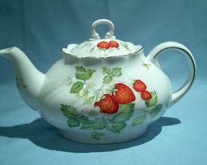 Rosina China Queens Virginia Strawberry Large Tea Pot  VGC 1.5pt Vintage