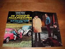 FOTOBUSTA IN FONDO ALLA PISCINA CARROL BAKER MICHAEL CRAIG AUTO CAR JAGUAR XJ6