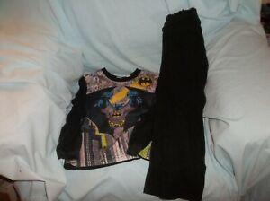 Boys Batman 2 pc pajama set size 6/7--GUC--black, L/S, Batman/logo/city, 100% po