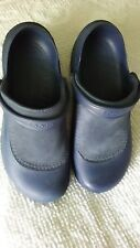 LADIES NAVY CROC SLIP ON SIZE 11 VERY LIGHTLY WORN VERY NICE TAKE A L@@K