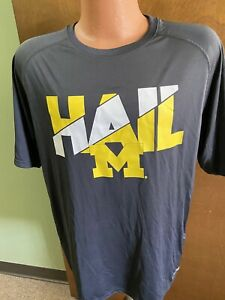 Michigan Wolverines NCAA  Men's Charcoal One Sided Shirt  Majestic Large