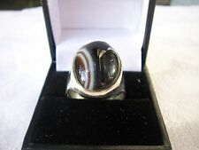 UNUSUAL LARGE AND HEAVY SILVER AND BANDED AGATE CABACHON RING