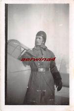 Deutscher Pilot mit Fliegerhaube am Flugzeug 2.WK Orig. Foto
