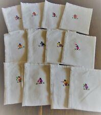 12 serviettes de table en coton blanc brodé - dimensions 33 cm x 28 cm