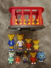 Daniel Tiger Pull Back Trolley With Figures