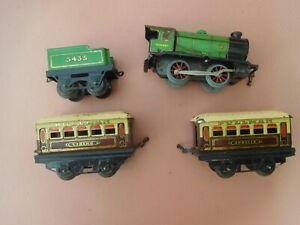 Hornby 0 Gauge Clockwork Train and 2 Pullman Cars