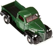 73278 1941 Plymouth1:24 Motormax color green.not window box DOOR .HOOD ARE OPE.