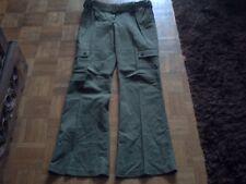 pantalon vert poches sur les jambes legerement pattes d eph 38