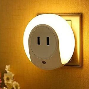 LED Night Light with Dusk to Dawn Sensor and Dual USB Charger