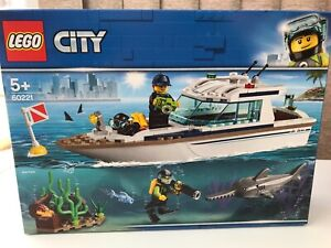 LEGO City 60221 Diving Yacht Diver Minifigure Shark New Sealed Free P&P