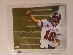 Tom Brady (Tampa Bay Buccaneers) Hand Signed 8x10 Photo With COA.