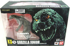 S.H. MonsterArts Godzilla Jr. Figure! Godzilla Gamera