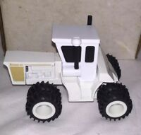 "Long Creek Toy White Knudson 4wd tractor, 360 ""Mendota Mama"" Very Rare. 1/64"