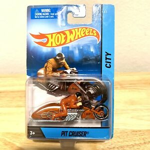 Hot Wheels City 2013 Orange Pit Cruiser Motorcycle w Rider