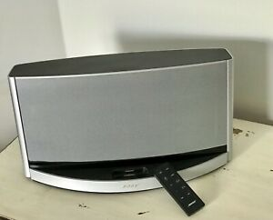Bose SoundDock 10 Digital Music System w/ Remote (Excellent Condition)
