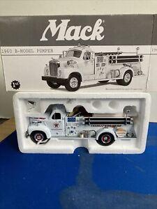 TEXACO 1960 MACK B-MODEL PUMPER FIRE CHIEF DIECAST 1:34th FIRST GEAR NIB