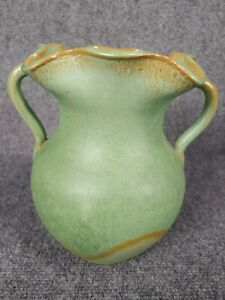 Beautiful vtg Royal Crown North Carolina green  pottery vase