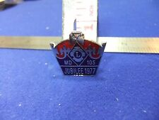 vtg badge silver jubilee 1977 lions club MD 105 souvenir queen ER2 royal royalty