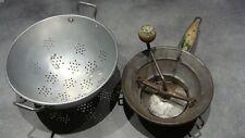 2 ustensiles cuisines anciens, passoire, presse purée métal France