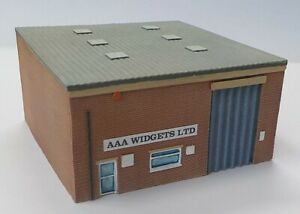 N Scale Modern Industrial Unit - small single bay unit with flat roof