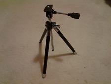 Un treppiede fotocamera con Pan e Tilt testa completa in caso