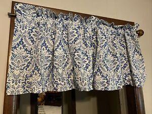 Waverly One Donnington Box Pleat Valance 52 W x 18 L Blue Cornflower