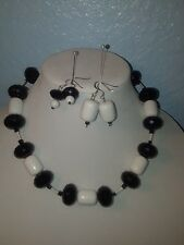 Women's White and Black Necklace Set