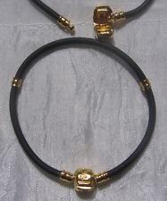 1 BRACELET SERPENT EN RESINE NOIR A SEGMENT METAL DORE CLIP LOVE 20cm *W31