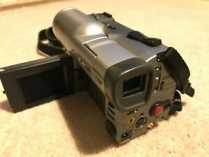 Canon MV200 digital video camera camcorder