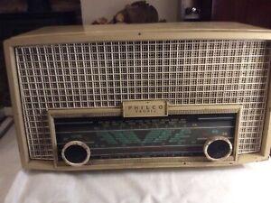Vintage Philco Tropic Radio