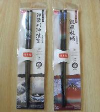 Two pairs of black chopsticks / Baguettes noires à Ukiyoe peintures japonaises