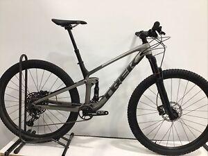 "2021 Trek Top Fuel 9.7 Mountain Bike Medium 29"" Carbon SRAM NX Eagle RockShox"