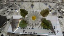 Vintage Lucite reverse carved painted Daisy brooch B17-2