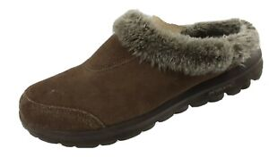 Skechers Memory Form Fit Womens 7.5 EW Brown Suede Fuzzy Slippers