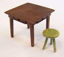 Plus Model EL048 - 1:35 Resin Bausatz Table and seat