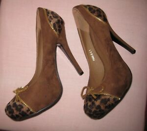 Amazing !...Women's shoes Sz;5 Brown Suede & Animal Print Gold binding, Amazing