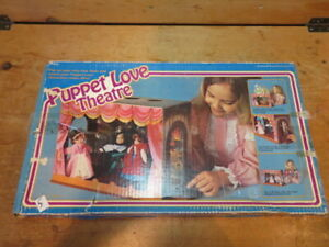 VINTAGE MEGO 1978 PUPPET LOVE THEATRE DOLLS USED WITH DOLLS