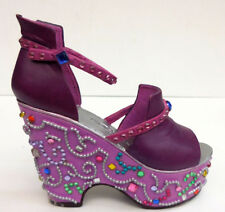 "Just The Right Shoe, ""Mardi Gras"" 2000, Item 25103"