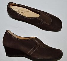 SOFTSPOTS SZ 9.5 M BROWN SUEDE LOW WEDGE HEEL SHOES