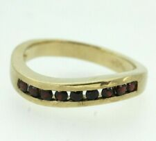 9ct Yellow Gold Curved Garnet Ring Size N