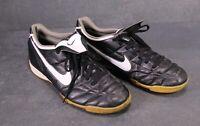 SB659 NIKE Tiempo Fußballschuhe Sportschuhe Gr. 44,5 Kunstleder schwarz weiß