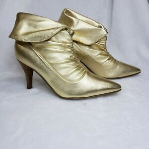 HOT IN HOLLYWOOD GOLD LEATHER ANKLE BOOTS SIZE 7.5  MEDIUM 7 1/2