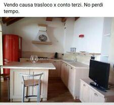 Cucina componibile angolare moderna In legno  con grandi pensili nell  isola
