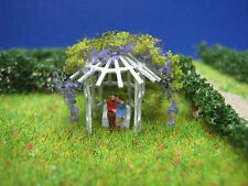 (L05) love couple in a pavillion with lilac figure Scale Gauge Z (1:220)