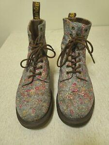 Dr. Martens Doc Martens Page Floral Women's Size 9 Lace-Up Multicolor Navy Boots