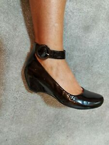 Clarks Ladies Shoes Size 6.5 Black Patent Leather Closed Toe Ankle Strap...