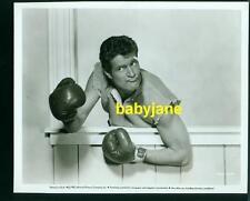 HUGH O'BRIAN VINTAGE 8X10 PHOTO 1952 FUNNY BOXER SALLY & SAINT ANNE LINEN BACKED