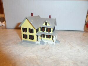 N SCALE 2 STORY FARM HOUSE  YELLOW